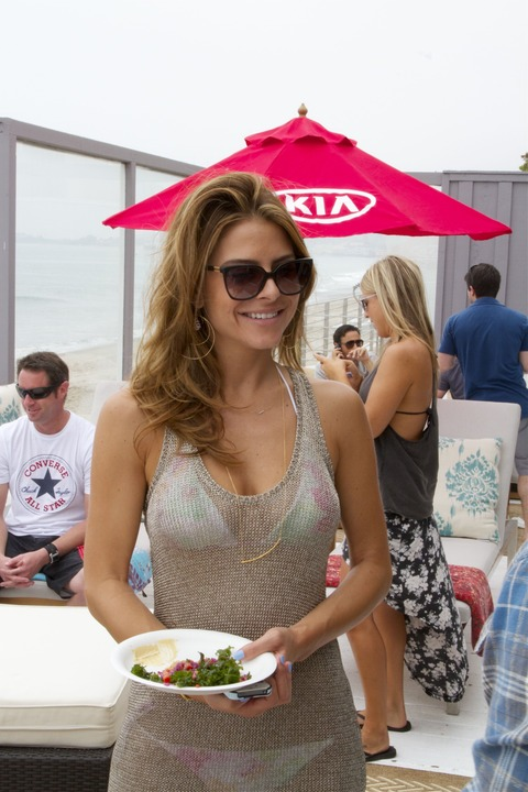 Maria Menounos - Playing beach before01