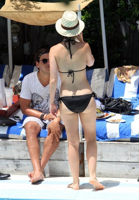 Katy Perry - wearing a bikini at a hotel pool in Miami  33