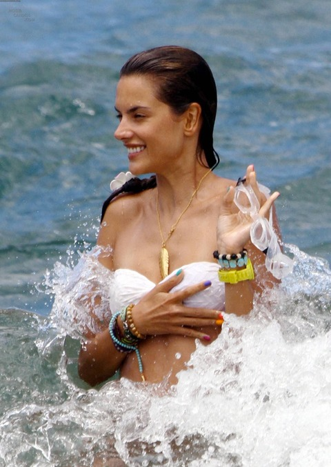 Alessandra Ambrosio Hawaii August 15 2011