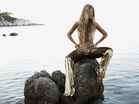 Doutzen Kroes - UK Vogue January 2013 - MQ (11)