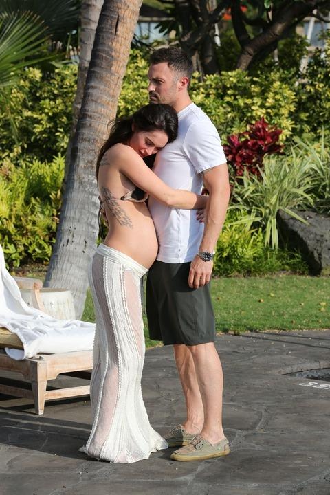 Megan Fox - Bikini in Hawaii 01