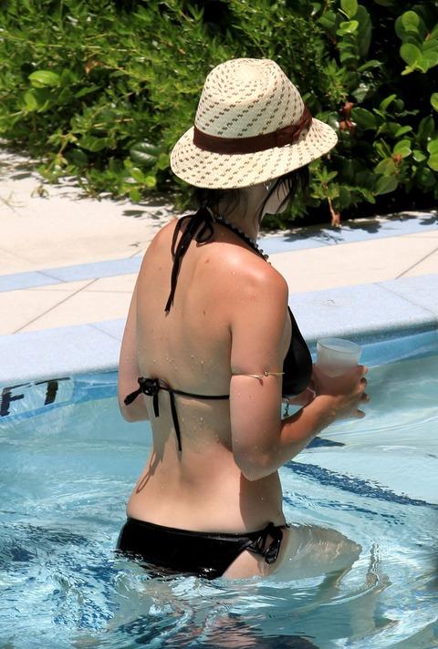 Katy Perry - wearing a bikini at a hotel pool in Miami  26