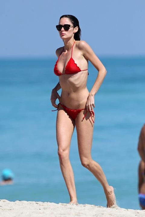 Nicole Trunfio - bikini on the beach in Miami (1)