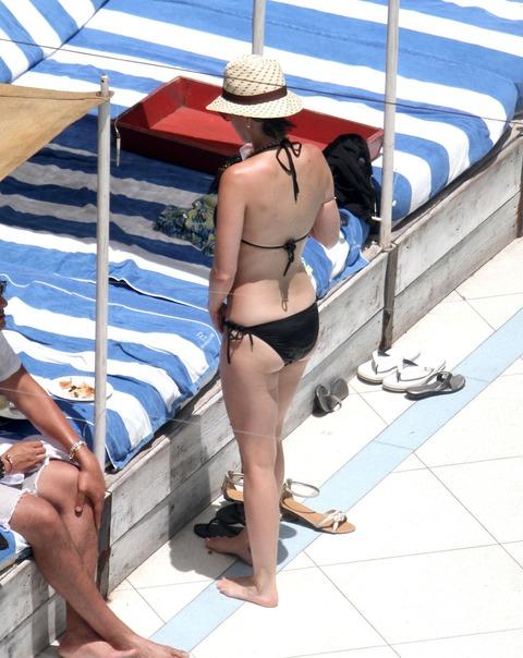 Katy Perry - wearing a bikini at a hotel pool in Miami  44