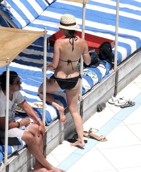 Katy Perry - wearing a bikini at a hotel pool in Miami  38