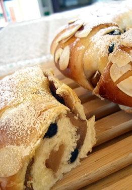 リンゴとブルーベリーのパン200801_02