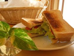 食パンでサンド♪