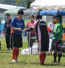 サッカー大会表彰式 2