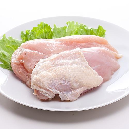 ワイ鶏胸肉、一口大に切られ酒と一緒にジップロックに閉じ込められる