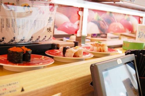 寿司職人「ハァハァ、10年下積みしてやっと寿司が握れるぞ」スシロー「はい機械でポンッ!」