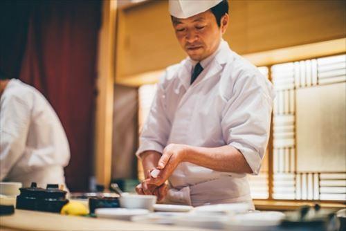 寿司屋で何年も修行する意味なくない?