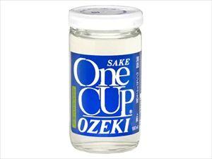 早朝に作業着姿でワンカップを購入して店の前で一気飲みするオッチャン