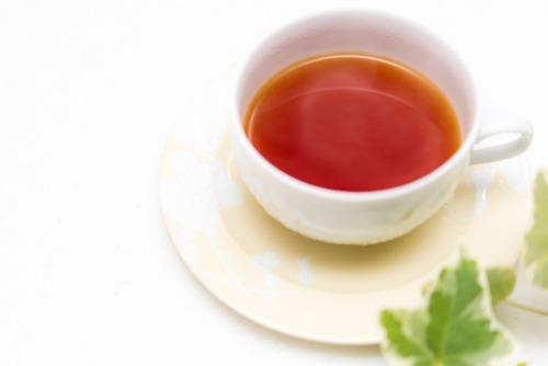 金田一「だって考えてみろよ、自殺する人が紅茶に砂糖入れて飲むか?」