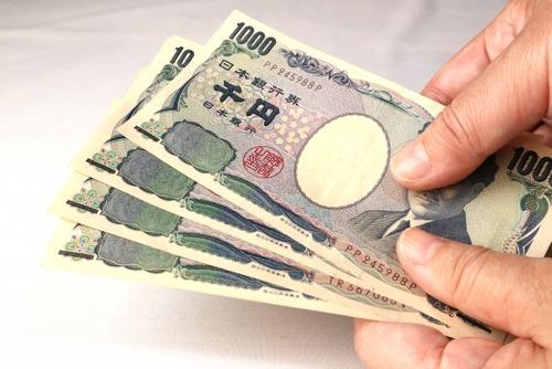 ワイ嫁「12月からお小遣い制で毎月1万5千円で生活してね、反対なら理由を述べよ」