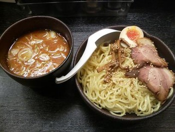つけ麺 vs ラーメン「お昼の麺バトル」は意外な結果に!?
