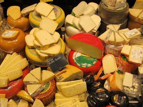 ワイイタリア人、日本のチーズが高い上に不味すぎて咽び泣く