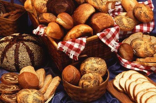 毎朝早めに出勤した社員にパンを配ってる上司がいる