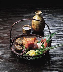 「さかな」はもともと酒菜(さかな=酒を飲むときのおかず)なので、酒のつまみ一般を指した。