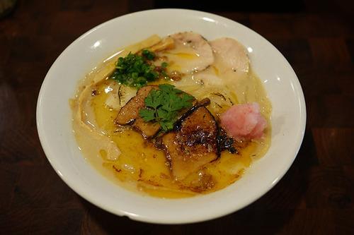 世界最強のウマいラーメンが誕生! 職人が極めたラーメン「フォアグラ鶏白湯」の比類なき味 / 麺や庄の