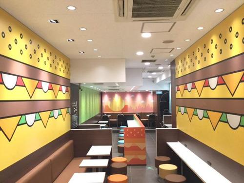 マクドナルド、日本人デザイナーが手がけた新型店をオープン