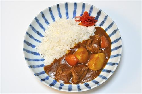525px-Beef_curry_rice_003_R