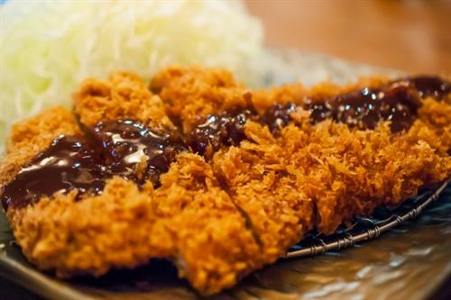 有能とんかつ屋「ご飯、キャベツ、漬物、豚汁おかわいオッケ!!」