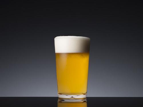 飲み会で、派遣(50代)契約(40代)社員(30代)ってどの順にビール注げばいいの?