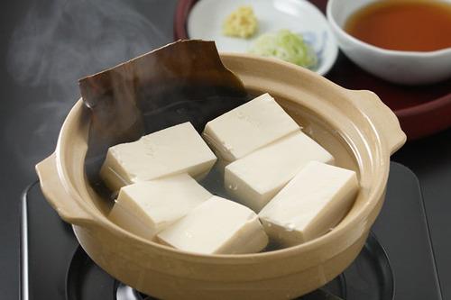 豆腐(攻撃力500)「よし!合体するぞ」熱湯(攻撃力10)「分かった!!」