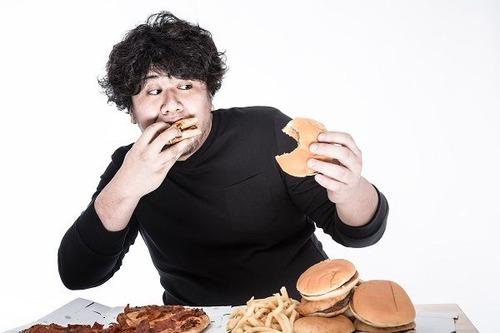 食べて後悔!「カラダに悪いと思う食べ物ランキング」1位はインスタントラーメン