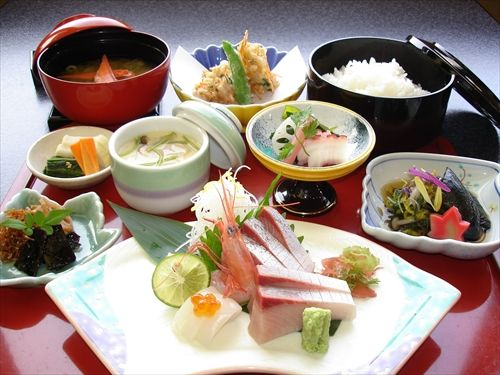 なぜ日本食は量を追求しないのか