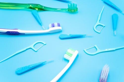 【悲報】最近の男「歯磨きしてぇ♪舌磨きしてぇ♪フロスしてぇ♪リステリンしてぇ♪」