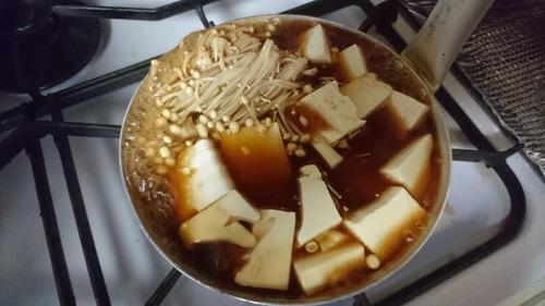 吉野家の牛皿つゆだくだくをお持ち帰りしてすき焼きにするのが流行ってるらしい
