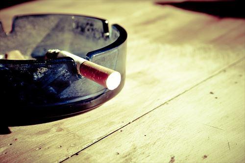 定食屋で喫煙してたらばーさんに注意された