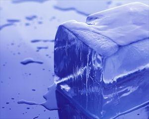 コンビニとかスーパーで普通の氷売ってるじゃん? 荒削りの。 家で作る氷と何が違うの?