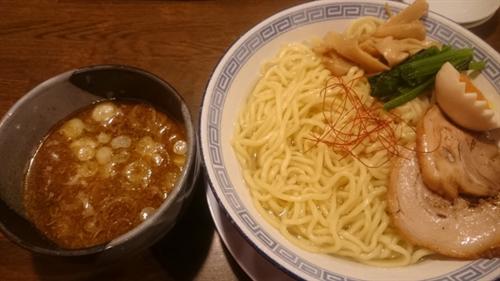 つけ麺:あつあつのつけ汁にひえひえの麺をつける ←おかしい