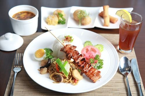 Lunch-Set-Noodles-Pork-Meal-Food-Pork-Barbecue-2098004_R