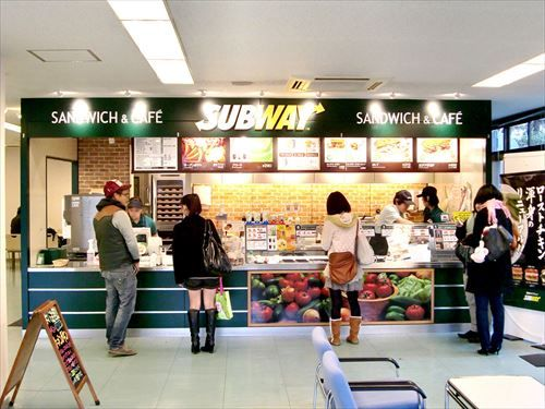 1280px-SUBWAY_Ritsumeikan_University_Kinugasa_R
