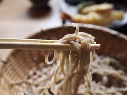 フランス人「せっかく日本の蕎麦屋に来たのに日本人が音を立てて啜るからイライラする」