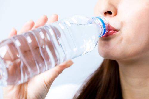 厚生労働省「健康のため水を飲もう」推進運動 1日2リットルまで