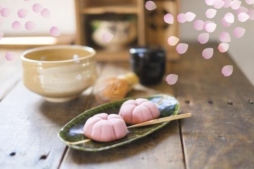 10~20代「和菓子はねっとりした甘さでまずい、時代は洋菓子」30代以降「和菓子意外とええやん!」