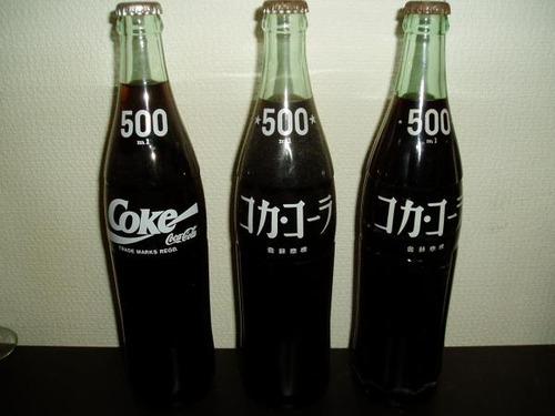コカ・コーラに昔ホームサイズというボトルサイズがあったの知ってる?今考えるとあれでよくCMとかで家族で飲めとか言ってたよな