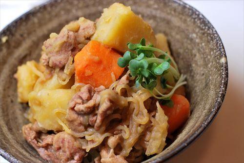 拷問官「肉じゃがでご飯食べろ」彡(゚)(゚)「・・・」