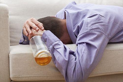 どうして酒を飲むと思い出せないのか 家にはきちんとたどり着けるのに…