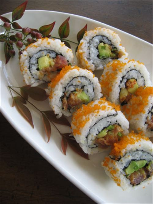 アメリカ人「スパイシーツナロールうめぇ、やっぱスシ最高だわ」日本人「そんなの寿司とは言えない!」