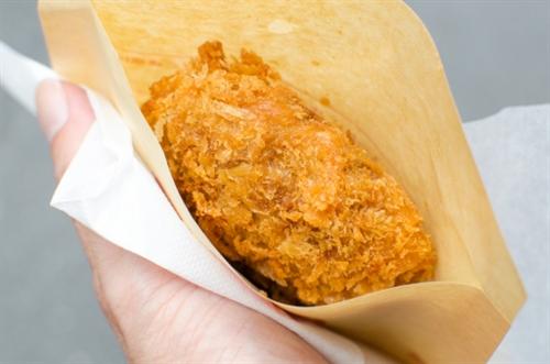 車で旅行する際最初の食事はスーパーのおにぎりとメンチって決めてるけど質問ある?