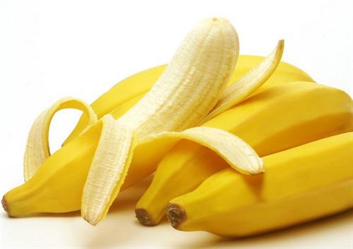 住宅の庭でバナナの実がなる 専門家「非常に珍しい」