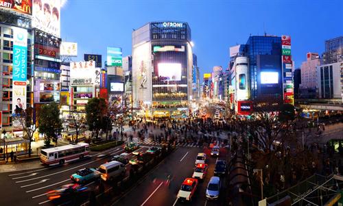 渋谷区のハロウィン ドン・キホーテ、ローソン、ファミマ、セブンイレブンで瓶に入った酒の販売を自粛へ