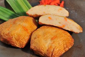 白身魚と豆腐で作る自家製さつま揚げ。カレー粉混ぜたり、焼肉のたれ混ぜたり、紅しょうが入れたりして数種類作っておくと飽きがこない。