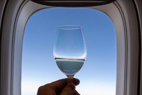 【悲報】飛行機のファースト、ビジネス、エコノミーの格差すごすぎる