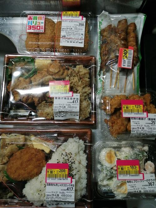 【画像】 こんだけ食料を買い込んで1000円という事実、これもう現代の天国だろ